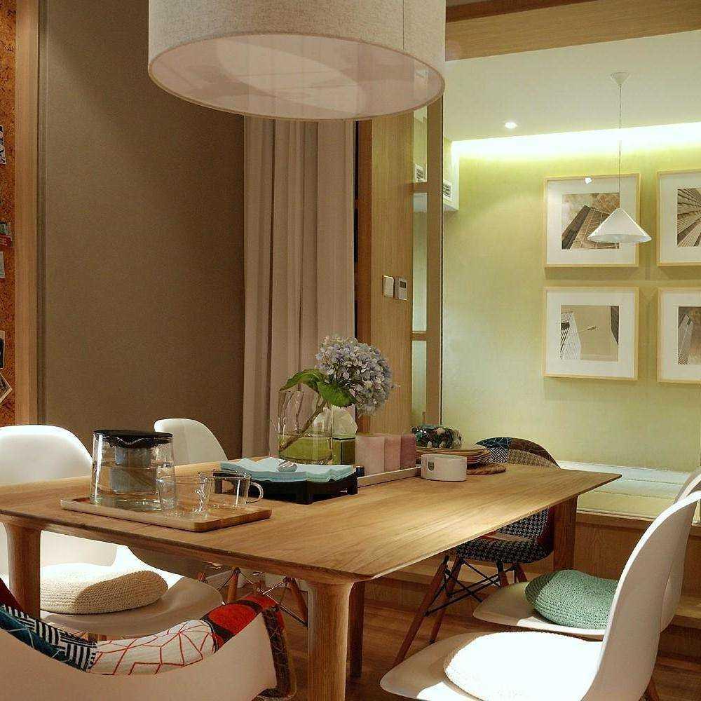 木色餐桌餐厅