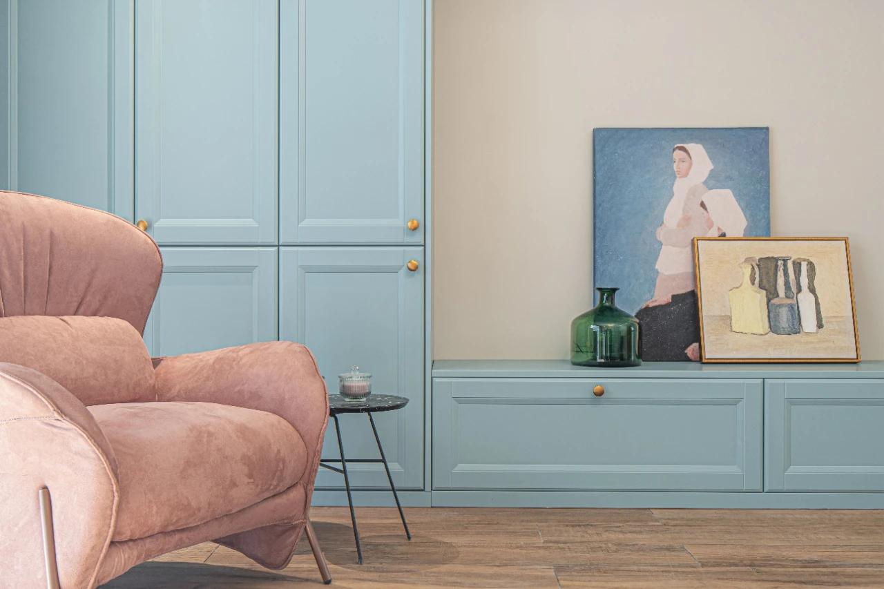 薄荷蓝+粉色电视背景墙